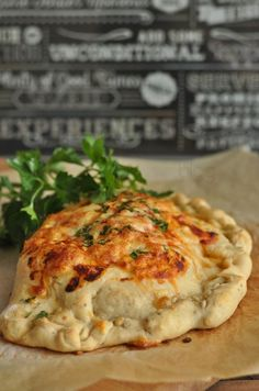 Calzone to pyszna pizza w kształcie pieroga. Jeśli jeszcze nie podawaliście jej w ten sposób to koniecznie musicie to zmienić :) Gwarantuję, że smakuje wsp