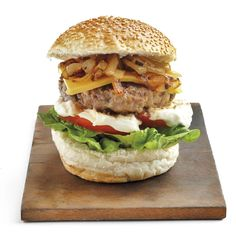 Burger-Saterdag! Barbara se 5 bestes | SARIE Cheddar, Sandwiches, Dishes, Chicken, Ethnic Recipes, Dinner Ideas, Food, Plate, Cheddar Cheese