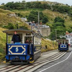 Passing loop on the Great Orme Tramway! Wanted to get a shot of them side by side but a tesco delivery van got in the way #tram #tramlove #uktrains #eisenbahnfotografie #train_chasers #daily_crossing #eisenbahnbilder #ukrailscene #railways_of_our_world #rsa_theyards #trainphotographics #train_explorer #train_nerds #kings_transports #tv_transport #rail_barons #pocket_rail #trains_worldwide #heyfred_lookatthis #rsa_trains #jj_transportation #tv_transport #trb_express #ig_trainspotting…