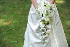 Saiba como usar o buquê de noiva tipo cascata