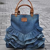 "Résultat de recherche d& pour ""Sew tote bag from recycled denim and u. Diy Jeans, Sewing Jeans, Sewing To Sell, Diy Bags Purses, Denim Crafts, Sewing Projects For Kids, Recycled Denim, Denim Bag, Fabric Bags"
