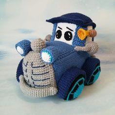 We continue to share our beautiful amigurumi knitting toys. You can find the latest amigurumi knitting toy rec Crochet Car, Crochet Doll Pattern, Crochet Toys Patterns, Cute Crochet, Amigurumi Patterns, Doll Patterns, Doll Tutorial, Knitted Dolls, Amigurumi Doll
