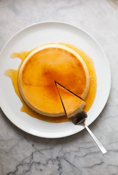 Flan is a creamy custard that is bound by lots of whole eggs and can be silky smooth if baked just right. The perfect flan is smooth and has no holes in it. Gluten Free Desserts, Just Desserts, Delicious Desserts, Dessert Recipes, Egg Desserts, Cheesecake Recipes, Caramel Flan, Caramel Recipes, Mousse