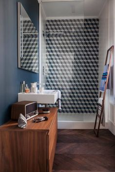 Blue, cement tiles in the bottom of the shower wall_Vintage style