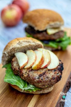 Healthy Muffin Recipes, Low Calorie Recipes, Clean Eating Recipes, Healthy Meals, Healthy Food, Pork And Apple Burgers, Pork Burgers, Pork Recipes, Diet Recipes