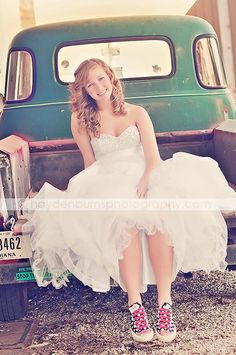 Can I get lace converse, a truck, and  a wedding please? Because this is so awesome!