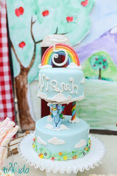 How to make an easy rainbow gum paste cake topper for a My Little Pony birthday cake. This is an easy cake decorating project even a beginner can do. 7th Birthday Cakes, Rainbow First Birthday, Magic Birthday, My Little Pony Birthday Party, Diy Birthday, Birthday Ideas, Cake Topper Tutorial, Cake Toppers, Rainbow Dash Party