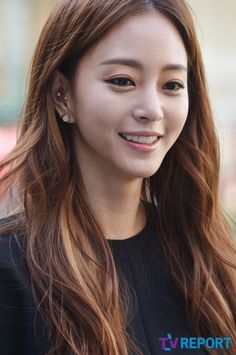 Han Ye-seul from Birth of a Beauty. I really liked her character in this drama. Yes, she's really pretty but she didn't come off arrogant and bitchy.