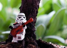 LEGO Stormtrooper playing the guitar Lego Stormtrooper, Lego Star Wars, Star Wars Art, Figure Photography, Lego Photography, Legos, Aniversario Star Wars, Figurine Lego, Super Troopers