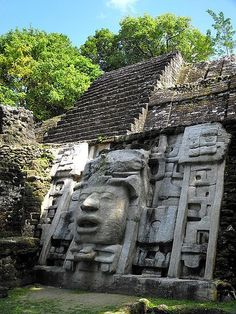 BEEN HERE :D Lamanai Mayan Ruins, Belize. There is evidence on Mayan life that dates from about 1500 B. through Postclassic (A. and Spanish colonial times (A. Oh The Places You'll Go, Places To Travel, Places To Visit, Mayan Ruins, Ancient Ruins, Ancient Greek, Belize City, Temple Maya, Temple Ruins