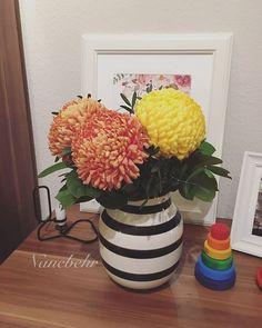 Mal ein bisschen Blumenliebe zwischendurch. 💐 Gestern war ein schöner Tag. Der Willy (mein Auto) hat jetzt seine Winterreifen drauf, es gab neue Blumen und das Märzmädchen war auch super drauf. 🍀👧🏻 Auch heute ist ein schöner Tag. Bis auf einmal Müll rausbringen und eine klitzekleine Runde drehen waren wir auch sehr unproduktiv. 🍂 Muss auch mal sein. Morgen dann wieder. 😊 #interior #tuesday #pictureoftheday #potd #👶🏻 #Märzmädchenmu #märzmama2016 #märzbaby2016 #bebiemun#füchsleinmu…