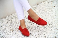 Niz Cherradi- fashion blogger shoes loafers tods Tod's Gommino red summer  J brand Mango
