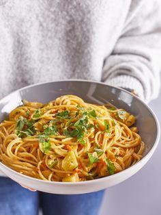Csirkés-currys tészta | Street Kitchen Ravioli, Nom Nom, Spaghetti, Curry, Food And Drink, Menu, Favorite Recipes, Cooking, Ethnic Recipes