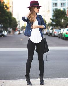 street-style-calca-preta-e-jaqueta-jeans-basic