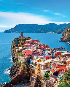 La beauté des villages des Cinque Terre!  À découvrir en #croisière. #italie #voyage