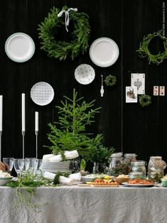 Les jolies choses de Noël #8 / Une table en blanc, noir et vert par Ikea /
