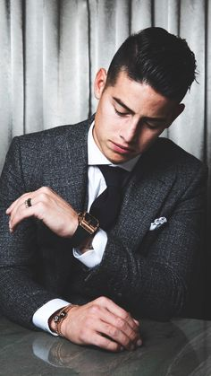 James Rodriguez w garniturze Girls Football Boots, Football Boys, Cr7 Portugal, James Rodriguez Colombia, James Rodrigues, Equipe Real Madrid, Belly Dancing Classes, Skateboard Girl, Suit And Tie
