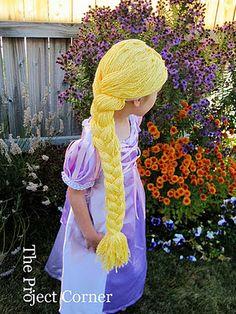 DIY Elsa Wig - old pair of tights + 2 skeens of wool Rapunzel Wig, Rapunzel Costume, Diy Costumes, Halloween Costumes, Elsa Hair, Yarn Wig, Diy Wig, Crochet Disney, Kids Dress Up