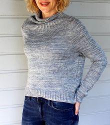 Свободный свитер спицами одной деталью сверху вниз