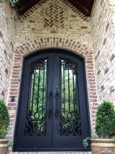 The brick detail around this door create a stunning Old World appearance. Oyster Pearl with White Mortar by Pine Hall Brick. Stone Exterior Houses, Stucco Exterior, Exterior House Colors, Exterior Paint, Exterior Design, White Washed Brick Exterior, Exterior Signage, Exterior Stairs, Brick Facade
