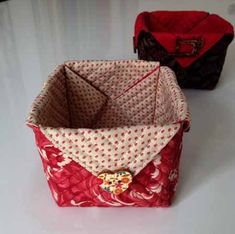 How to do a box of fabric Fabric Boxes, Vide Poche, Bargello, Bag Organization, Fabric Crafts, Hand Sewing, Sewing Projects, Patches, Basket