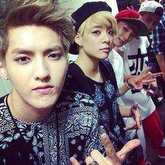 f(x)'s Amber with EXO's Kris, Chen and Baekhyun ^.^ Amber is boss~