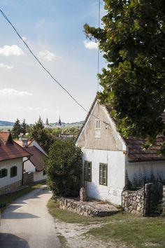 Dörgicse - Fotó: Czvitkovits Judit City People, Heart Of Europe, Holiday Destinations, Country Life, Budapest, Cottage, Adventure, Landscape, House Styles