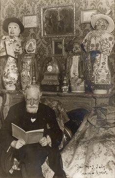 """James ENSOR (Ostende, 1860 - 1949) Photographie en noir et blanc du peintre belge James Ensor 16 x 10 cm (à vue) Annoté """"Pour MRS Salz"""" en bas à droite"""