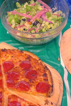 The Perfect Game Day Meal - Pizza & Italian Style Green Salad. Great recipe for football and March Madness