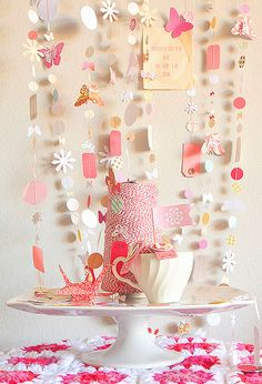 Pink Paper Garland - Valentine's Day or Tea Party Diy Paper, Paper Crafts, Diy Crafts, Party Deco, Diy Girlande, Bunting Garland, Party Garland, Buntings, Garland Ideas