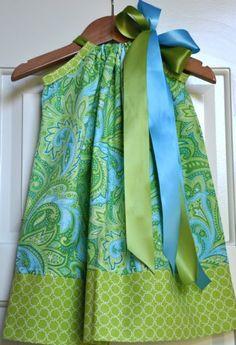 Pillowcase Dresses – Inspirations and Patterns Free+Basic+Pillowcase+Dress+Pattern Sewing Hacks, Sewing Tutorials, Sewing Crafts, Sewing Projects, Sewing Patterns, Dress Tutorials, Skirt Patterns, Coat Patterns, Blouse Patterns