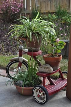 Tricycle planter garden art idea - see anything can be used for a plant stand Garden Junk, Garden Yard Ideas, Diy Garden, Garden Cottage, Lawn And Garden, Garden Projects, Planter Garden, Bike Planter, Wagon Planter