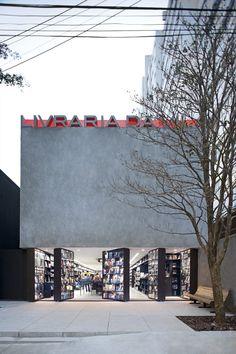 brasilian bookstore. oh the places i will go! Livraria da Vila, São Paulo, 2007