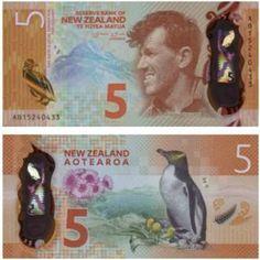"""Image caption                     Edmund Hillary y un pingüino de ojos amarillos comparten protagonismo en el billete ganador.   Alcanzar la cima del monte Everest por primera vez no es el único reconocimiento que Edmund Hillary le trajo a su natal Nueva Zelanda. Desde octubre del año pasado su rostro aparece en el billete de 5 dólares neozelandeses que acaba de ser reconocido como el """"billete del año"""" (2015) por la Sociedad Internacional d"""