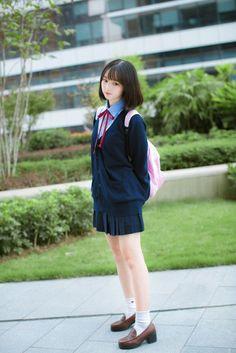 photo Cute School Uniforms, School Uniform Girls, Girls Uniforms, Beautiful Japanese Girl, Beautiful Asian Girls, Cute Asian Girls, Cute Girls, Poses, Cute Kawaii Girl