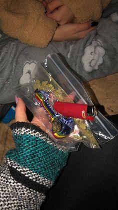 Ganja, Weed Girls, Weed Art, Alcohol, Puff And Pass, Pipes And Bongs, Stoner Girl, Teenage Dream, Smoking Weed