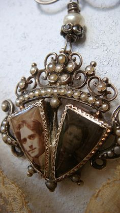 belaquadros:    Victorian mourning necklace  (reconstructed)