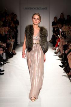 FashionVictress || RUNWAY SONJA KIEFER