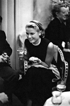 [Grace Kelly, photographer unknown]
