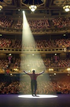 Theatre Royal (Drury Lane) in London Theater, Theatre Stage, Musical Theatre, Stage Lighting Design, League Of Legends, London Theatre, Covent Garden, West End, Concert Hall