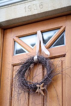 Türkranz aus Birkenzweigen House Front Door, Grapevine Wreath, Grape Vines, Animals And Pets, Christmas Decorations, Xmas, Wreaths, Garden, Home Decor
