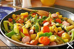 Wurstpfanne mit Karotten und Lauch