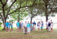 Extended families in groups with grandparents at the center - large family photography ideas Large Group Photos, Extended Family Pictures, Large Family Portraits, Big Family Photos, Large Family Poses, Family Picture Poses, Fall Family Pictures, Family Picture Outfits, Family Photo Sessions