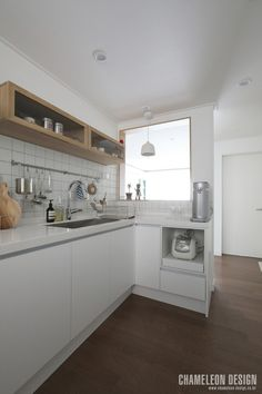 [시공사례] 철산 두산위브 / 24평 / 구정 브러쉬골드 애쉬브라운 / 따뜻한 우드 포인트 인테리어 / interior by 카멜레온 디자인 : 네이버 블로그 Muji Home, Modern Contemporary, My House, Interior Decorating, Room Decor, Bedroom, Kitchen, Design, Muji House