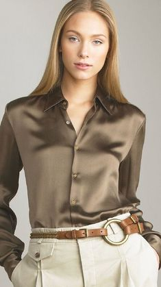 Sexy Blouse, Blouse Outfit, Asian Fashion, Women's Fashion, Office Fashion, Satin Blouses, Fashion Group, Sensual, Silk Satin