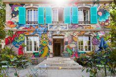 Une façade multicolore, pavillon des canaux, paris