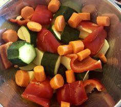 Karkówka z warzywami pieczona w rękawie - Blog z apetytem Ketchup, Fruit Salad, Sausage, Meat, Blog, Beef, Fruit Salads, Sausages, Blogging