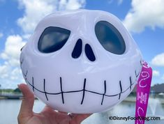 Jack Skellington Annual Passholder EXCLUSIVE Popcorn Bucket FINALLY Makes It To Disney World — Here's How To Get It! | the disney food blog Halloween Popcorn, Halloween Snacks, Disney Halloween, Halloween Fun, Halloween Decorations, Popcorn Cart, Popcorn Buckets, Disney Popcorn Bucket, Disney Dining Plan
