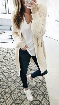 cute fall outfits for Women. I always feel weird mixing shades of whites.this looks nice though cute fall outfits for Women. I always feel weird mixing shades of whites.this looks nice though Legging Outfits, Athleisure Outfits, Outfit Ideas With Leggings, Black Leggings Outfit Summer, Yoga Pants Outfit, Summer Shorts, Cute Fall Outfits, Fall Winter Outfits, Summer Outfits