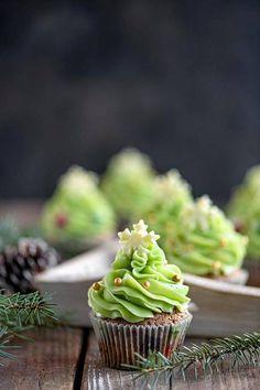 Emman kakku on ehkä joulun upein ja herkullisin, mutta myös helppo – 12 ihanaa jälkiruokaa jouluun - Ajankohtaista - Ilta-Sanomat Margarita, Cupcakes, Desserts, Recipes, Food, Tailgate Desserts, Cupcake Cakes, Deserts, Recipies